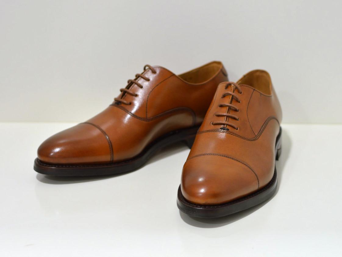 Berwick Rahmengenährter Derby Schuh handgebürstet