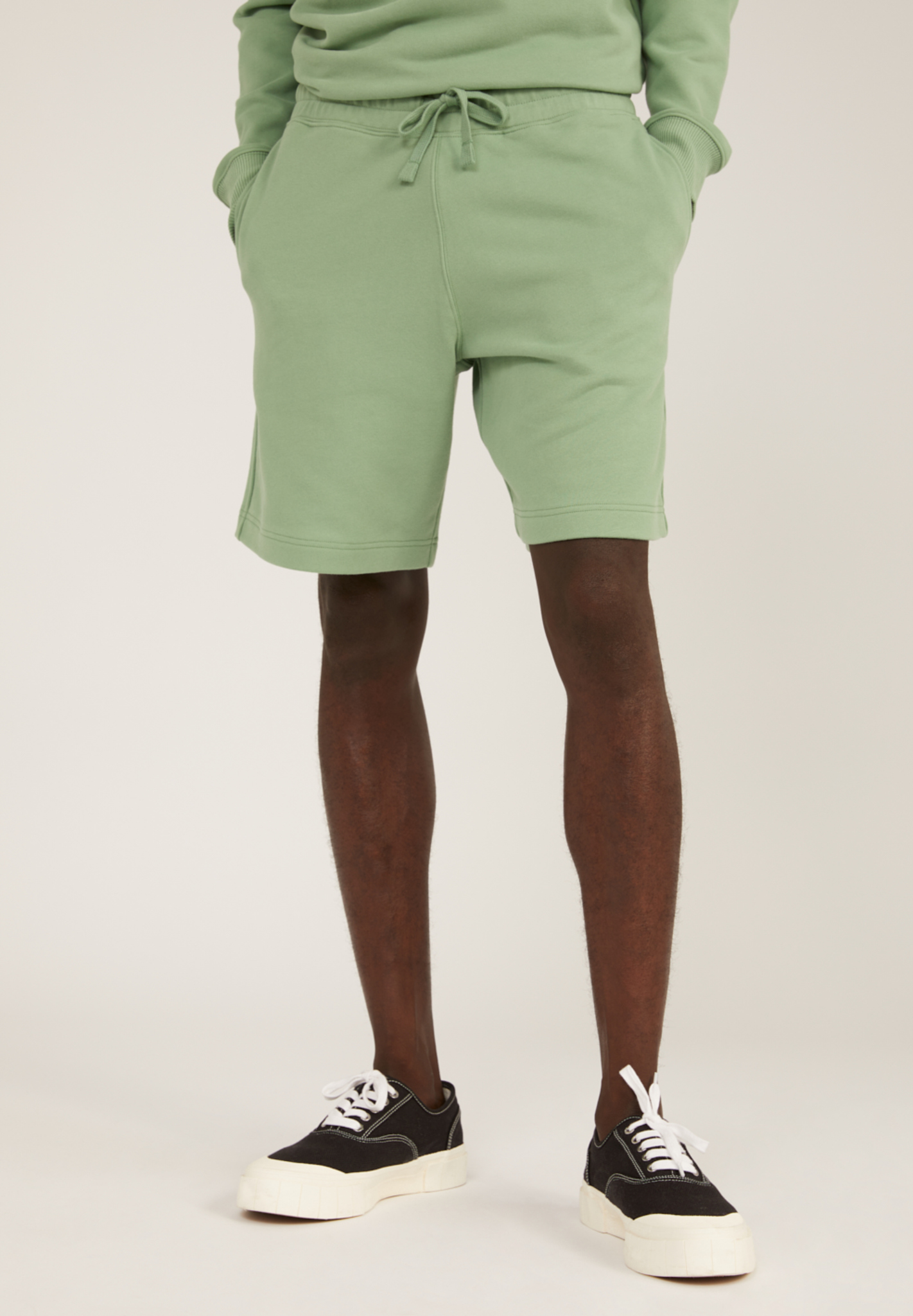 Armedangels MAARCEL COMFORT Sweat Shorts aus Bio-Baumwolle misty grass