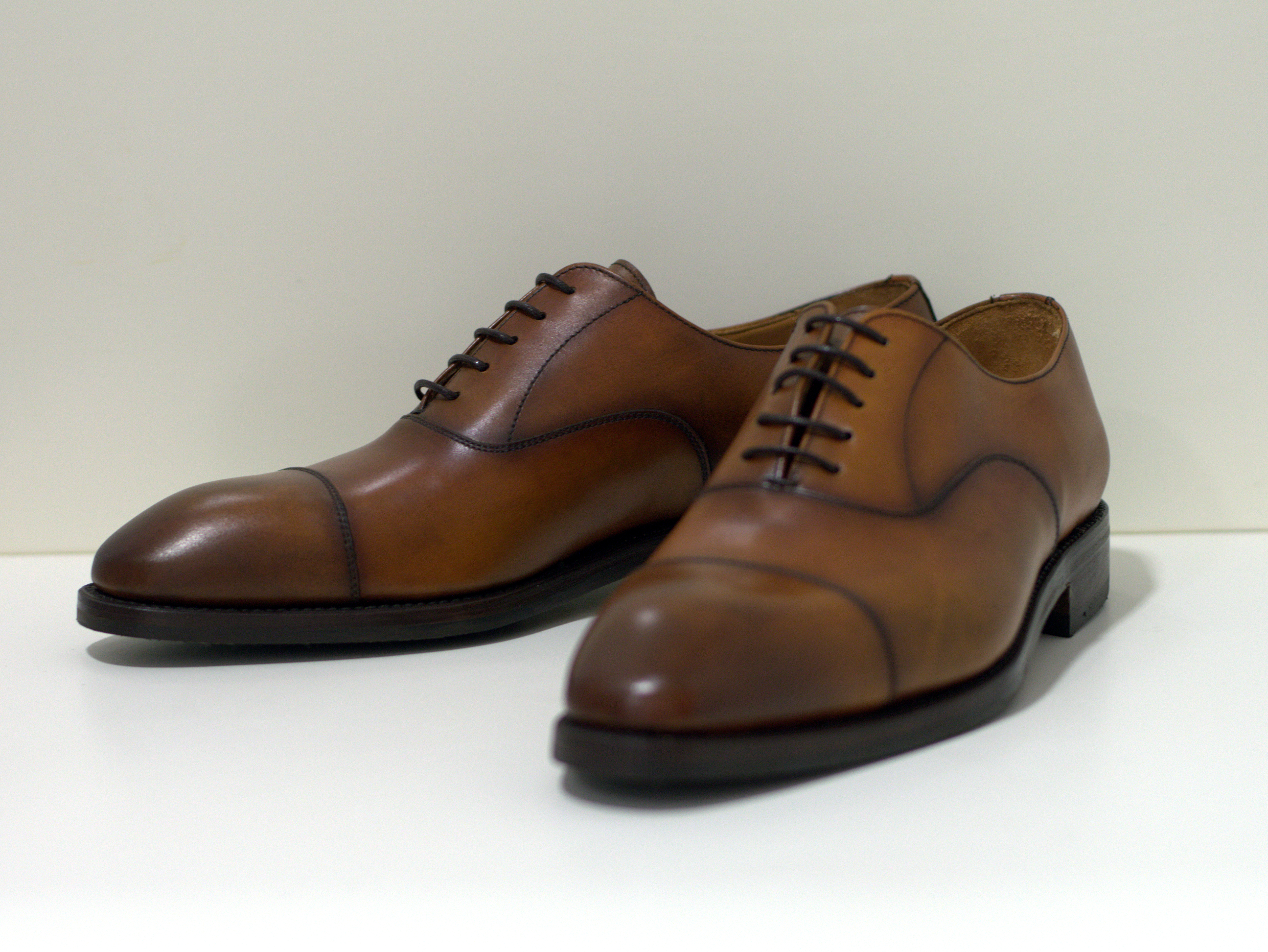Berwick Rahmengenähter Oxford Schuh handgebürstet Lugo