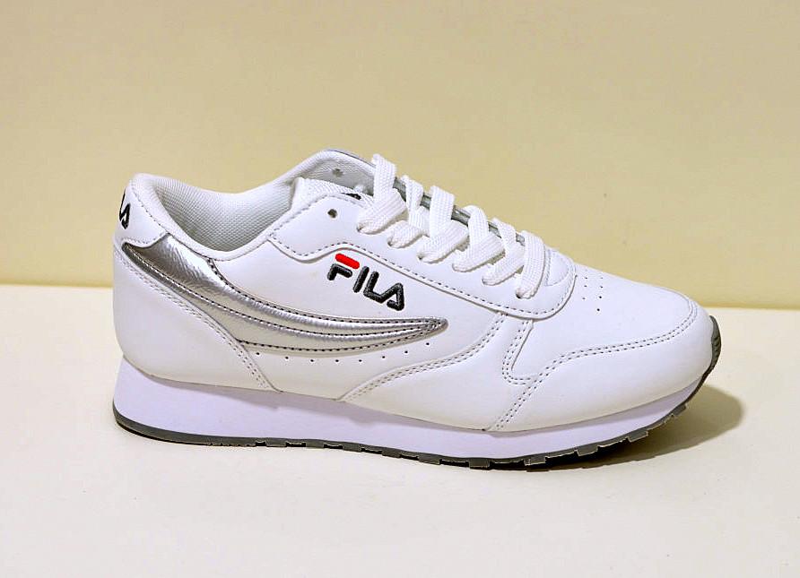 Fila Damen Sneaker weiß mit Logo Stickung der Klassiker